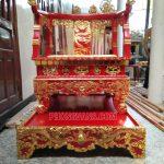 Ngai thờ bằng gỗ sơn son thếp vàng